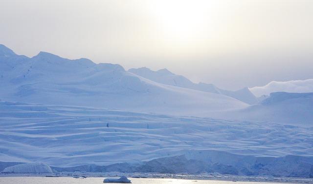 南極では吐く息が白くならないって本当?そのメカニズムについて