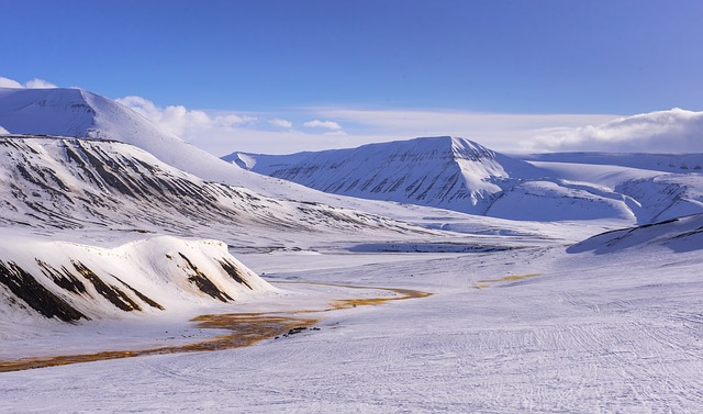 北極圏に位置するスヴァーバル諸島とは?気候、自然、島の暮らしについて