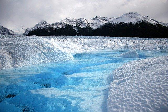 氷河と生態系の関係